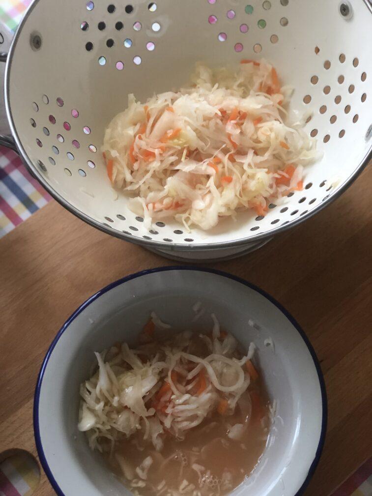 Фото рецепта - Винегрет с квашеной капустой и маринованными огурцами - шаг 7