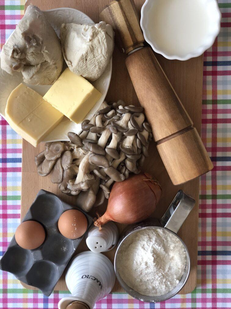 Фото рецепта - Лоранский пирог с индейкой и вешенками - шаг 1