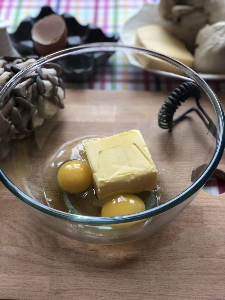 Фото рецепта - Лоранский пирог с индейкой и вешенками - шаг 2
