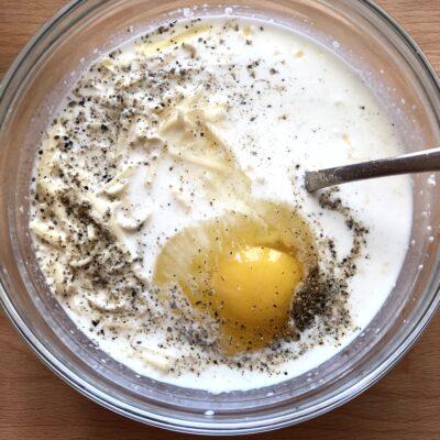 Фото рецепта - Лоранский пирог с индейкой и вешенками - шаг 9