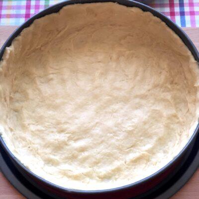Фото рецепта - Лоранский пирог с индейкой и вешенками - шаг 11
