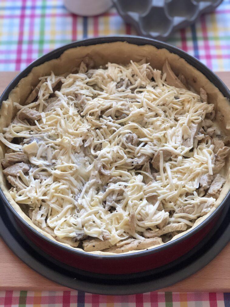 Фото рецепта - Лоранский пирог с индейкой и вешенками - шаг 13