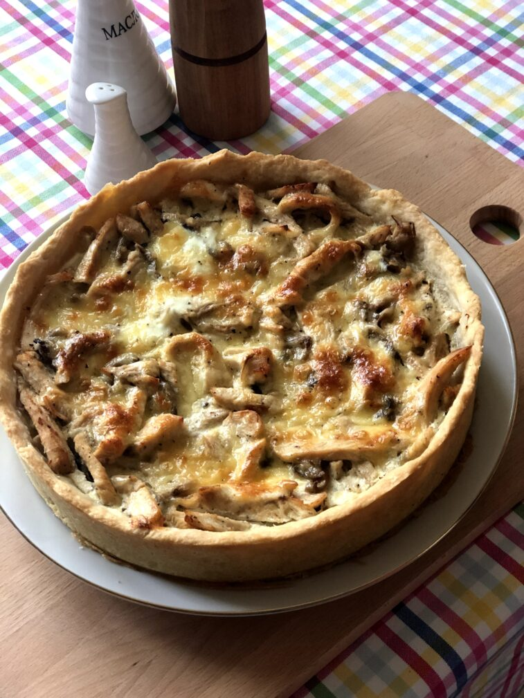 Фото рецепта - Лоранский пирог с индейкой и вешенками - шаг 14