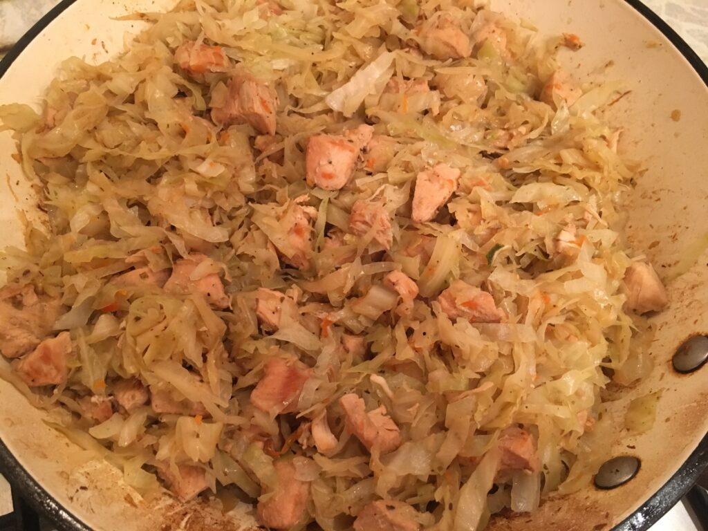 Фото рецепта - Тушеная солянка с курицей - шаг 5