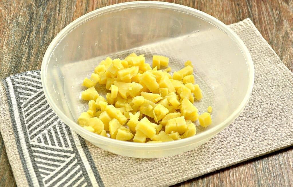 Фото рецепта - Салат с говядиной и зеленым горошком - шаг 1