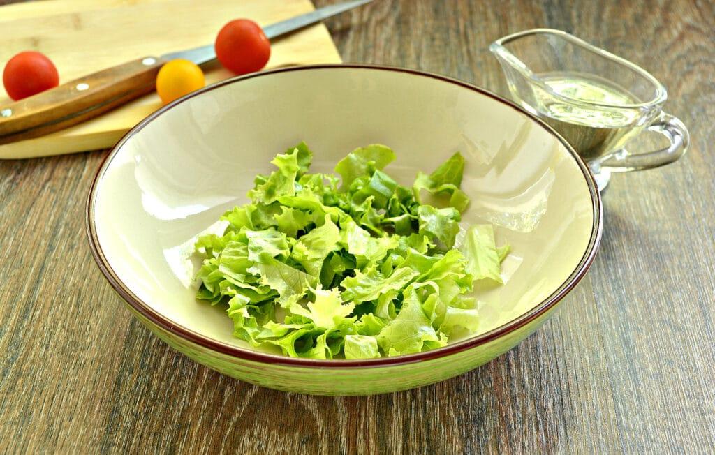 Фото рецепта - Куриный салат с ананасом и авокадо - шаг 1
