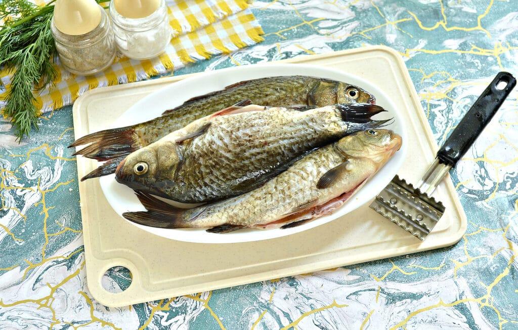 Фото рецепта - Карась, запеченный в сметане в духовке - шаг 1