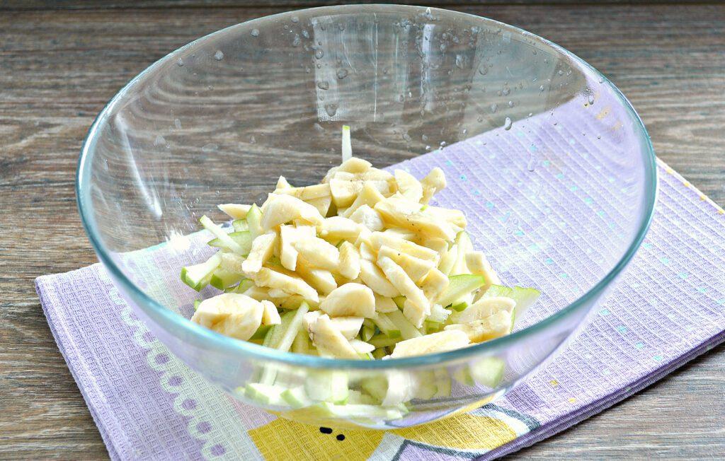 Фото рецепта - Фруктовый салат с абрикосами - шаг 2