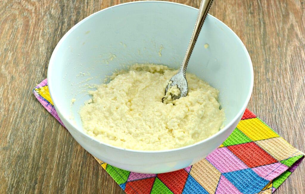 Фото рецепта - Сырники с ананасом - шаг 3