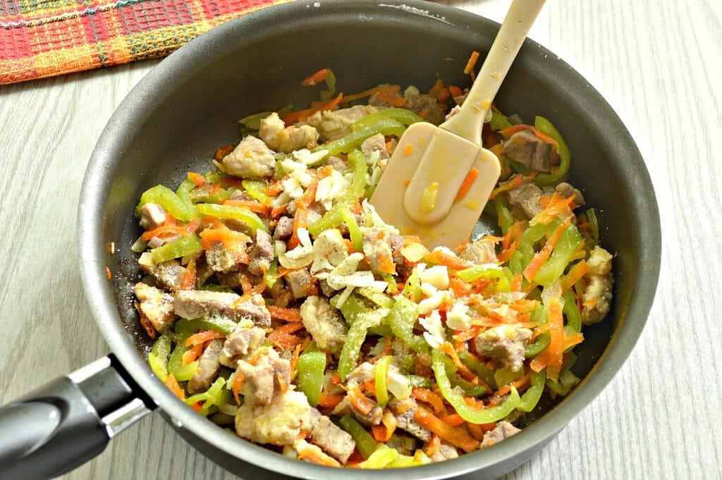 Фото рецепта - Мясная подлива с болгарским перцем - шаг 4