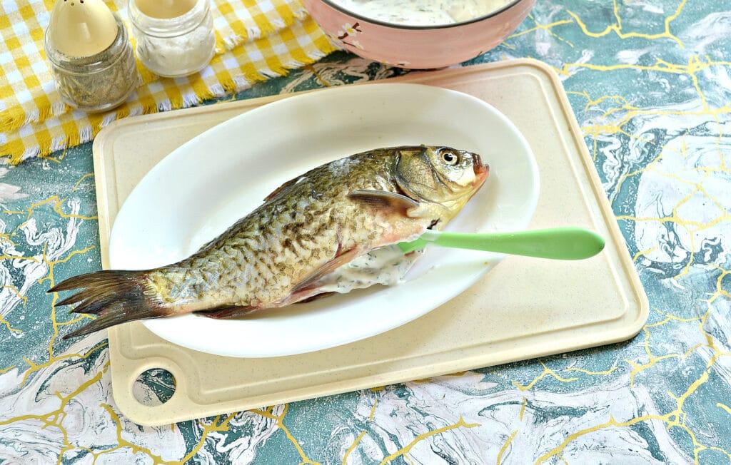 Фото рецепта - Карась, запеченный в сметане в духовке - шаг 4
