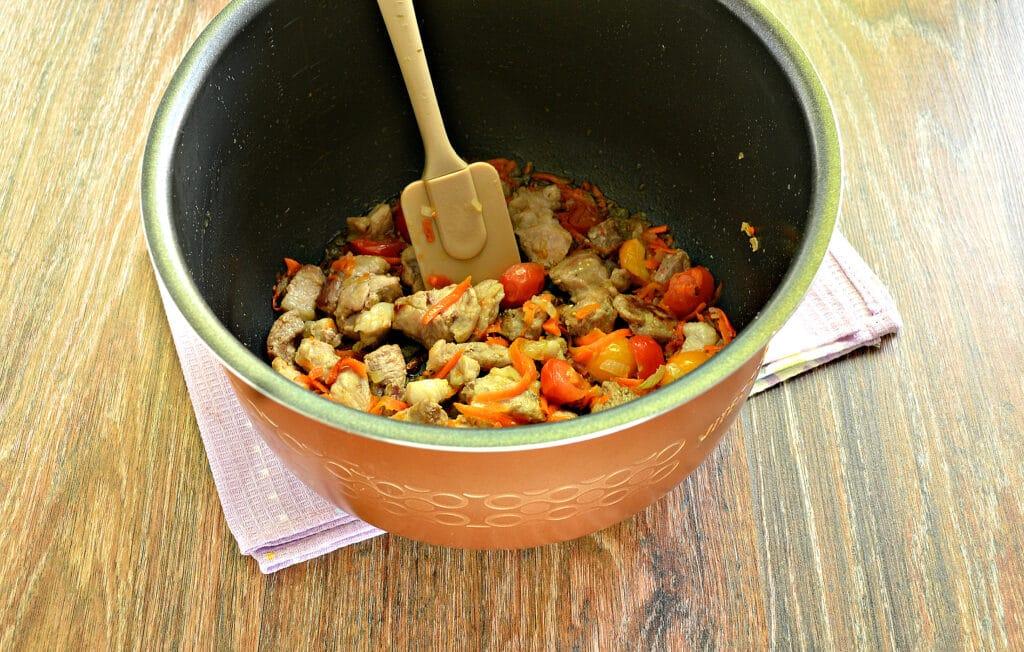 Фото рецепта - Плов со свининой и овощами в мультиварке - шаг 4
