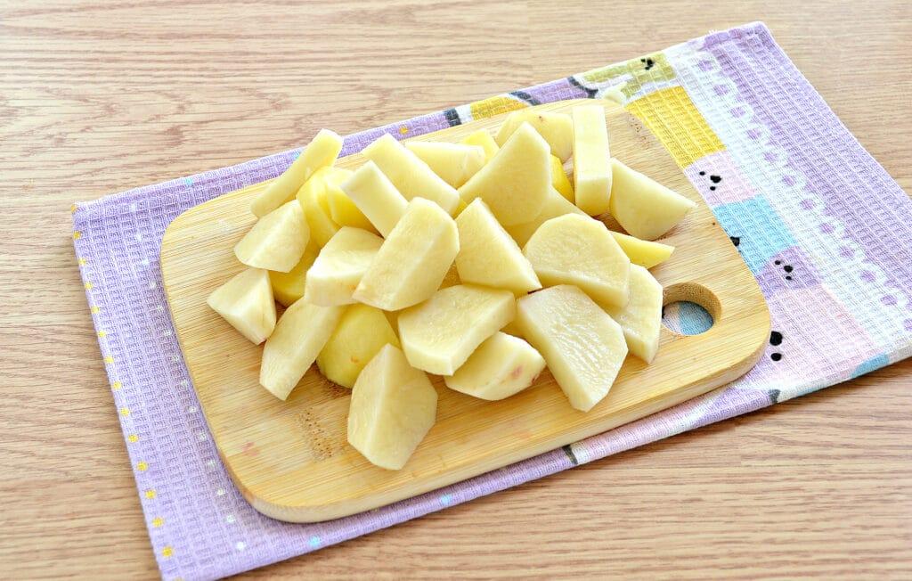 Фото рецепта - Куриные бедра, тушенные с овощами и картофелем в мультиварке - шаг 4