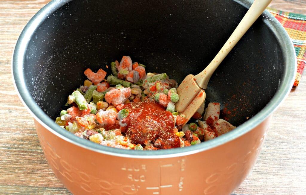 Фото рецепта - Курица с замороженными овощами в мультиварке - шаг 4