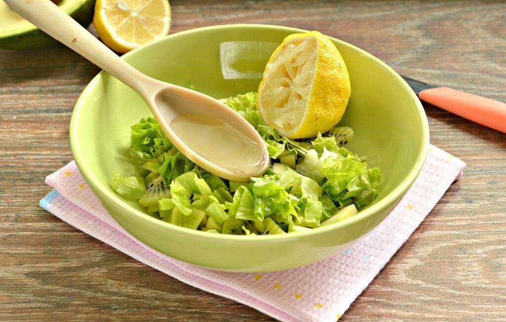 Фото рецепта - Витаминный салат из авокадо и киви - шаг 4