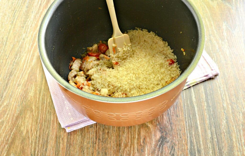 Фото рецепта - Плов со свининой и овощами в мультиварке - шаг 5