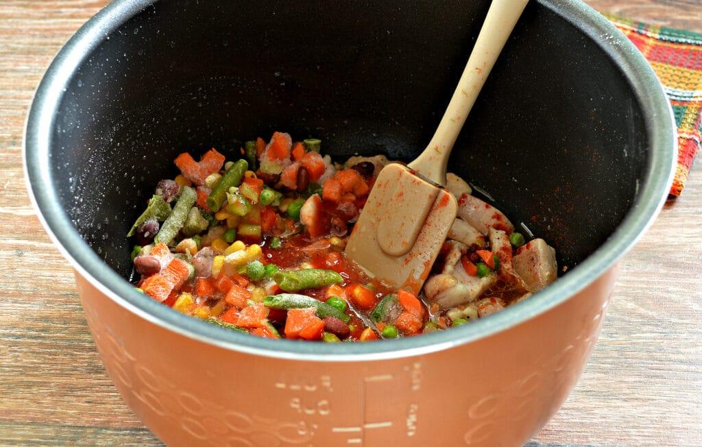 Фото рецепта - Курица с замороженными овощами в мультиварке - шаг 5