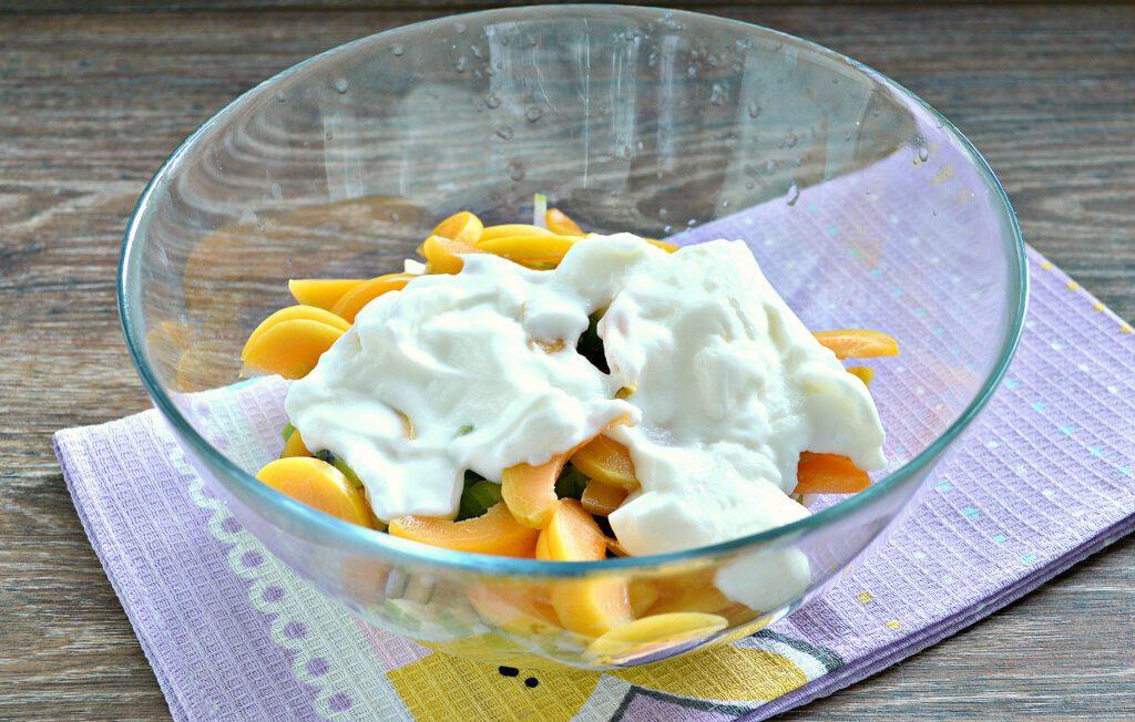 Фото рецепта - Фруктовый салат с абрикосами - шаг 5