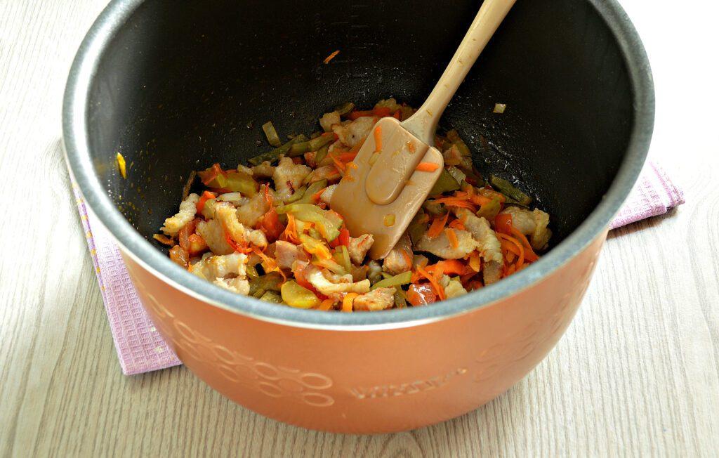 Фото рецепта - Картофель тушёный с салом в мультиварке - шаг 5