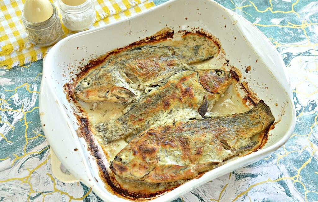 Фото рецепта - Карась, запеченный в сметане в духовке - шаг 6