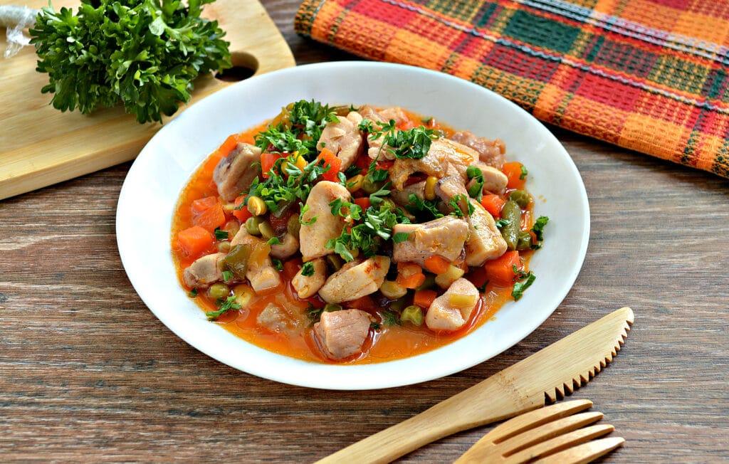 Фото рецепта - Курица с замороженными овощами в мультиварке - шаг 6
