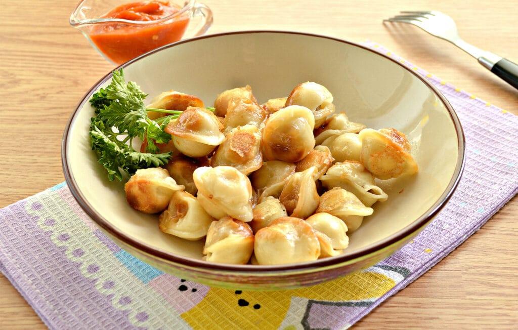 Фото рецепта - Замороженные пельмени на сковороде - шаг 6