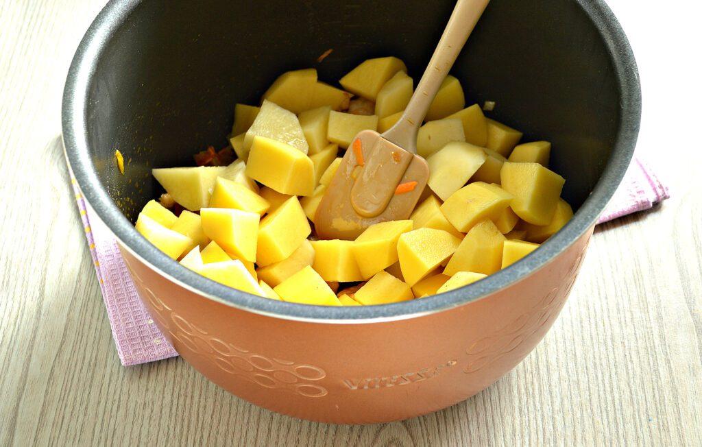 Фото рецепта - Картофель тушёный с салом в мультиварке - шаг 6