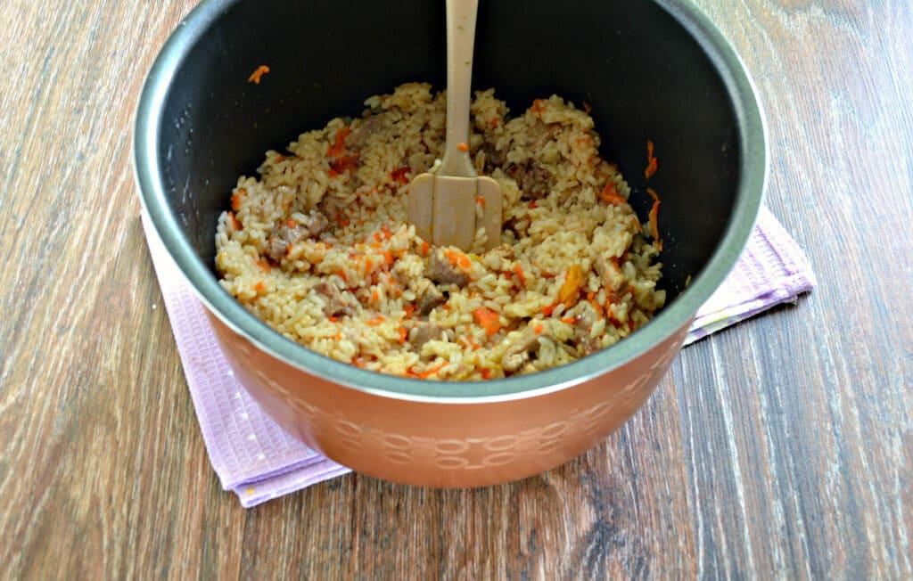 Фото рецепта - Плов со свининой и овощами в мультиварке - шаг 7