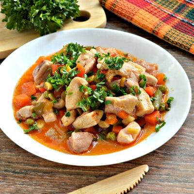 Курица с замороженными овощами в мультиварке - рецепт с фото