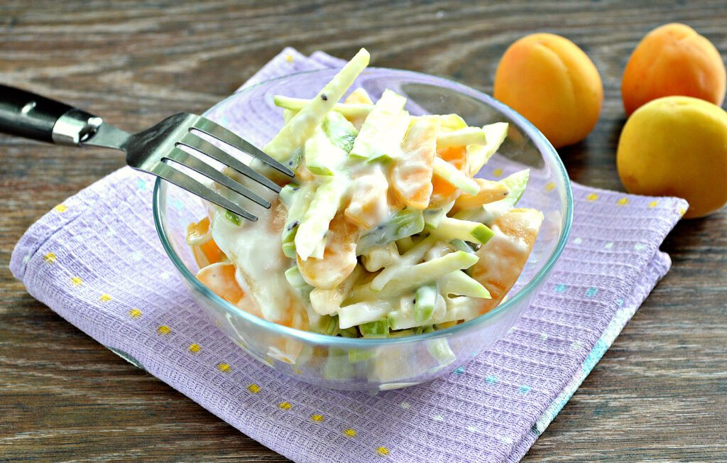 Фото рецепта - Фруктовый салат с абрикосами - шаг 7