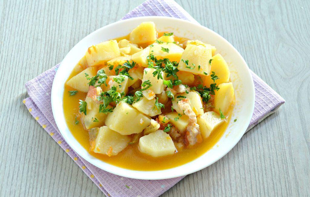 Фото рецепта - Картофель тушёный с салом в мультиварке - шаг 7