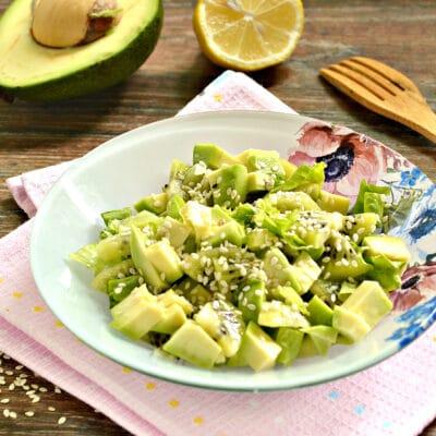Витаминный салат из авокадо и киви - рецепт с фото