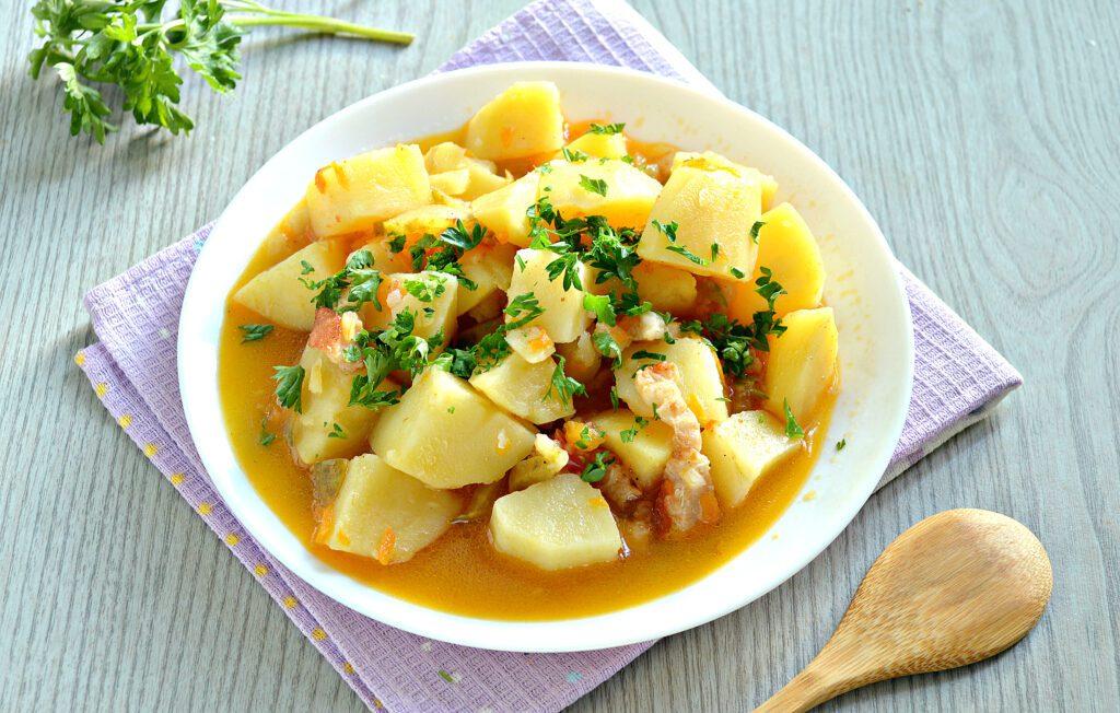 Фото рецепта - Картофель тушёный с салом в мультиварке - шаг 8