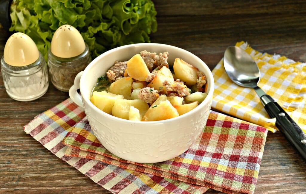Фото рецепта - Тушёный картофель на сковороде с фаршем - шаг 8