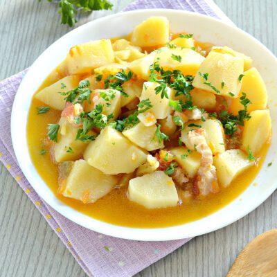 Картофель тушёный с салом в мультиварке - рецепт с фото