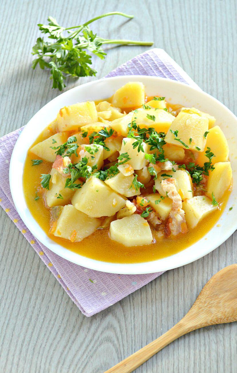 Картофель тушёный с салом в мультиварке