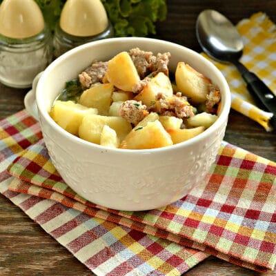 Тушёный картофель на сковороде с фаршем - рецепт с фото