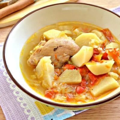 Куриные бедра, тушенные с овощами и картофелем в мультиварке - рецепт с фото