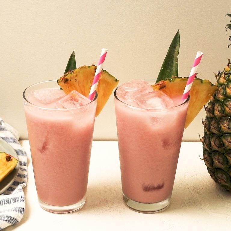 Молочный напиток из ананасов и вишни