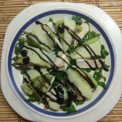 Салат из рукколы, куриного филе, огурцов и киви - рецепт с фото