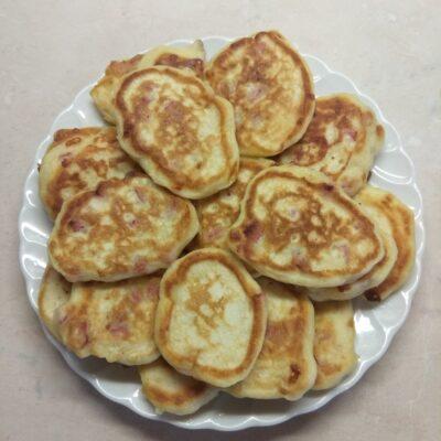 Оладьи несладкие с салями и Моцареллой - рецепт с фото