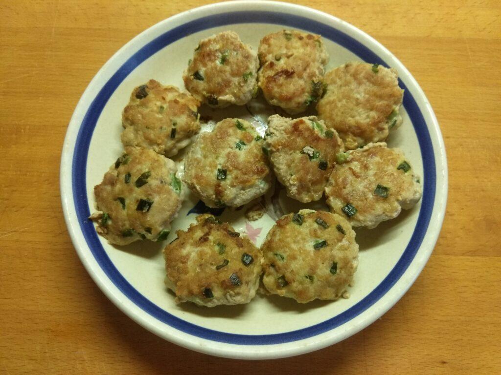 Фото рецепта - Котлеты из свинины с зеленым луком - шаг 5