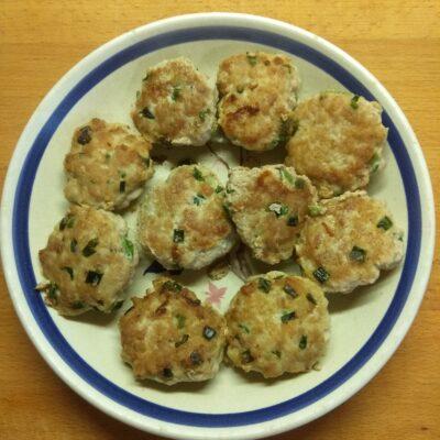 Котлеты из свинины с зеленым луком - рецепт с фото