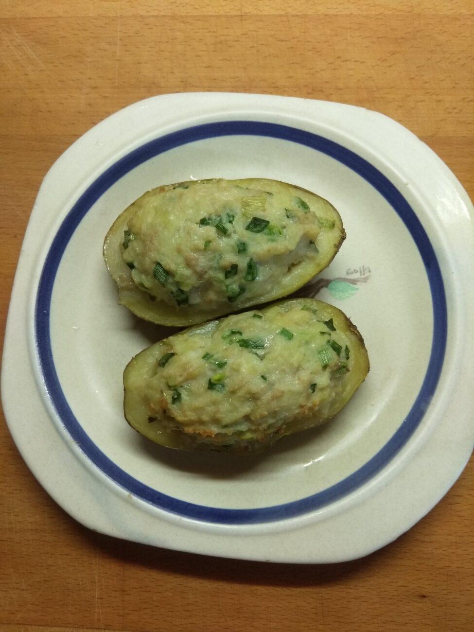 Картофель, фаршированный фаршем и сыром