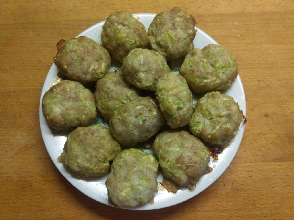 Фото рецепта - Котлеты из свиного фарша и кабачков, запеченные в духовке - шаг 6