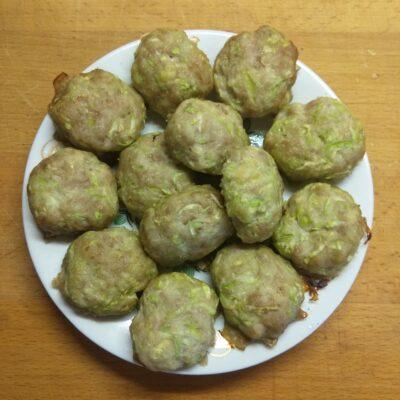 Котлеты из свиного фарша и кабачков, запеченные в духовке - рецепт с фото