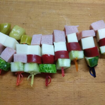 Фото рецепта - Фуршетная закуска из сыра, огурца, балыка и острого перца - шаг 5
