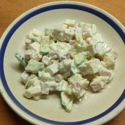 Фото рецепта - Салат с балыком, огурцами, картофелем и твердым сыром - шаг 6