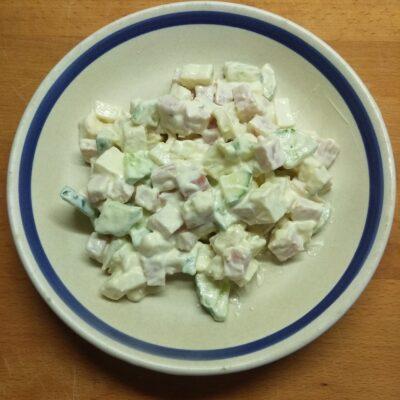 Салат с балыком, огурцами, картофелем и твердым сыром - рецепт с фото