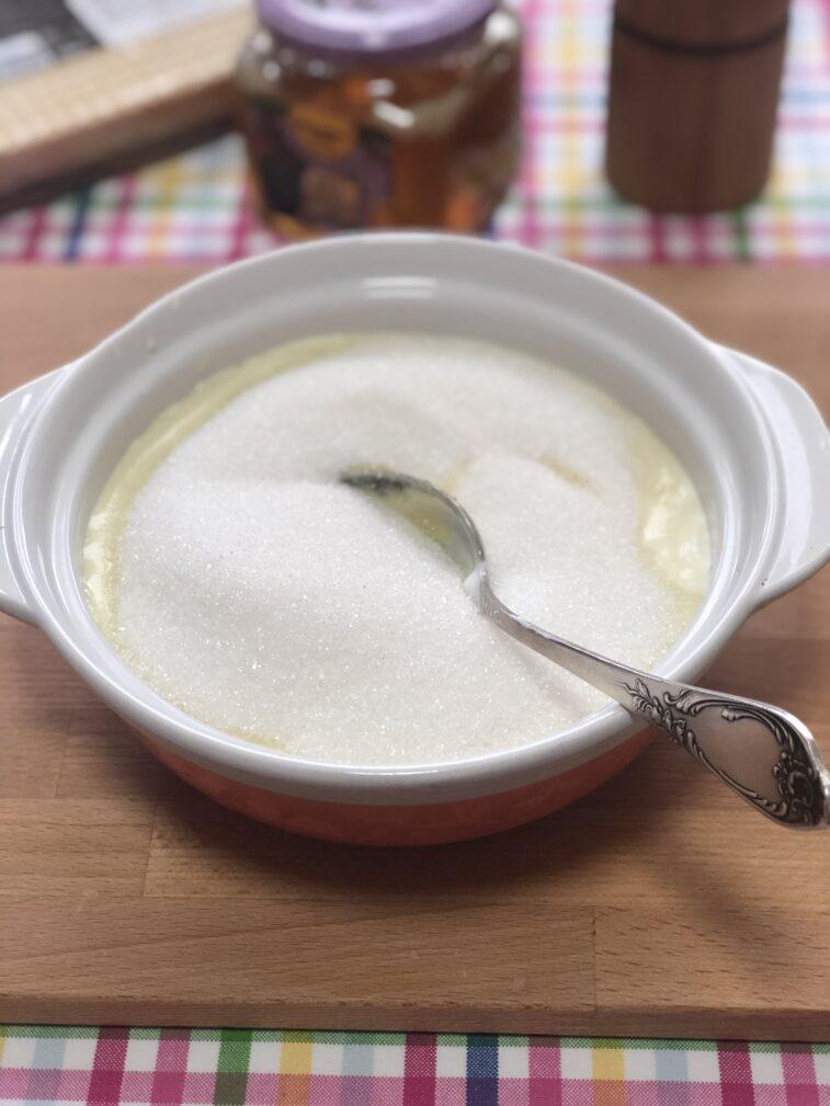 Фото рецепта - Тортик вафельный с кремом из сметаны и сгущенки - шаг 4